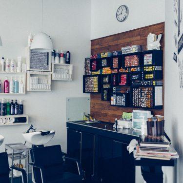 Парикмахерский зал — зона окрашивания