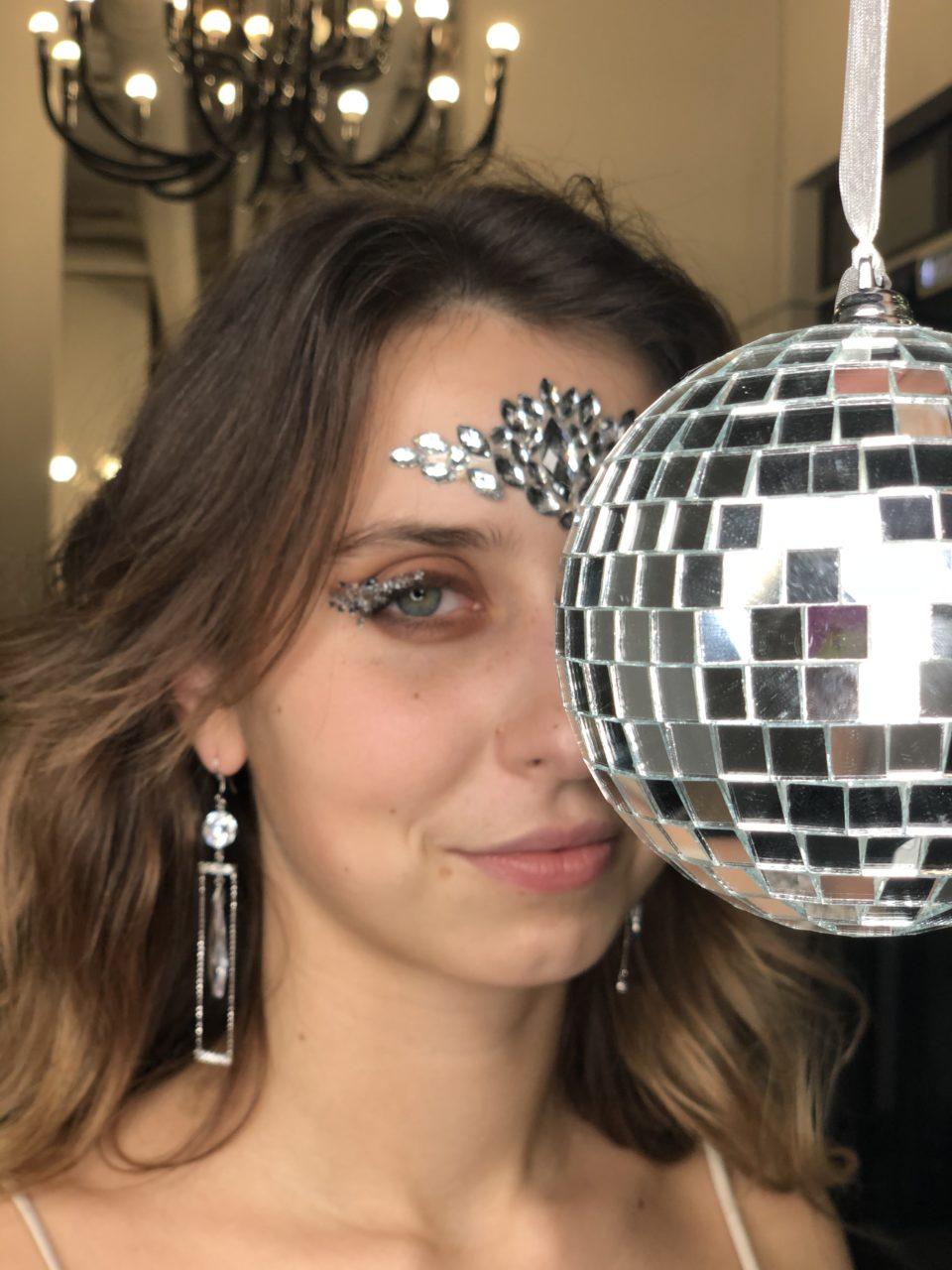 Торопись попасть в любимый салон красоты перед праздниками, записывайся онлайн