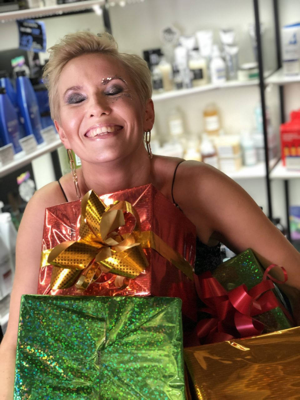 Что подарить маме на новый год? Подарочный сертификат в салон красоты!