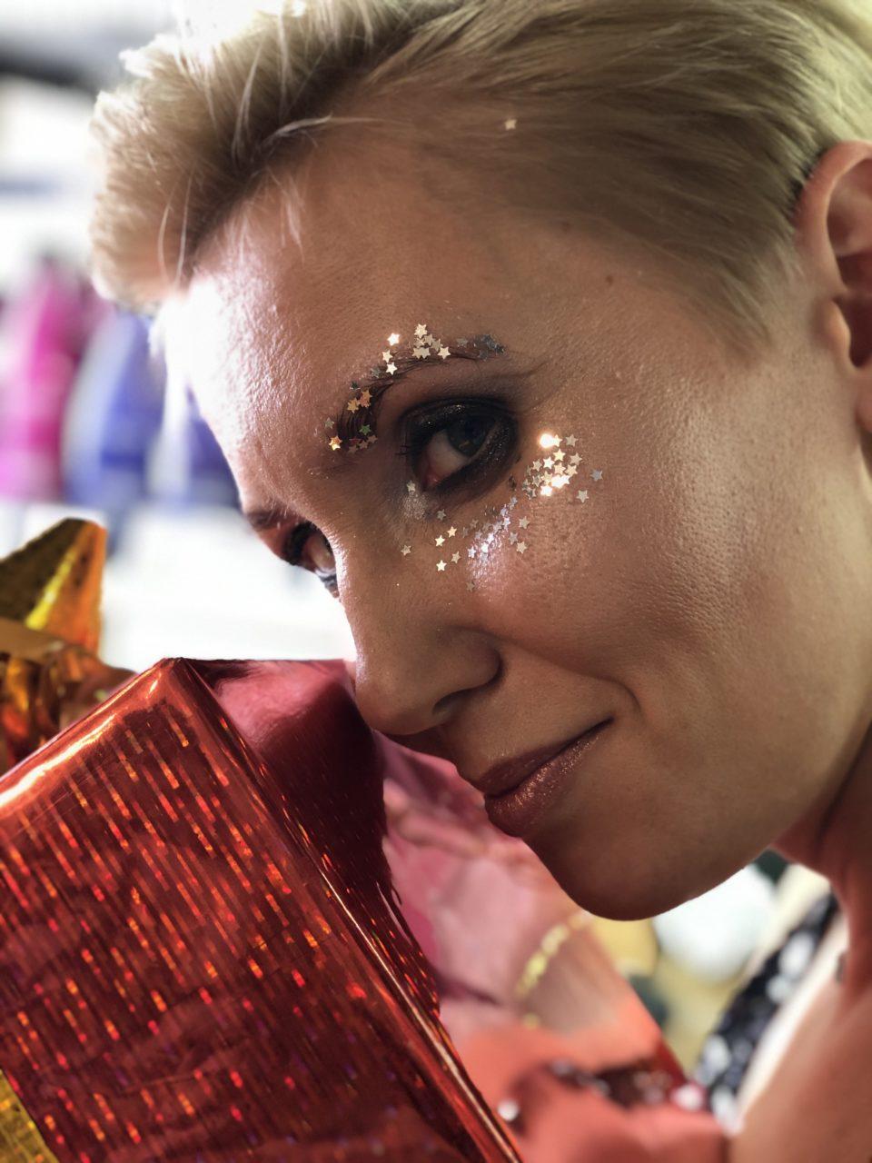 Что подарить девушке на новый год? Подарочный сертификат в салон красоты Персона Мытищи