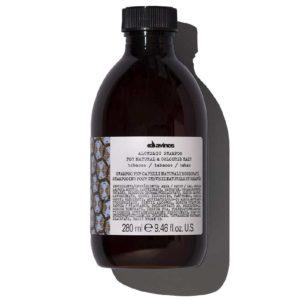 Оттеночный шампунь ALCHEMIC благодаря мягким поверхностно-активным веществам, полученным из натуральных ингредиентов, и провитамину В5 (пантенолу) деликатно очищает, питает и увлажняет волосы средне- и темно-коричневых оттенков, смягчая их и защищая от повреждения. Идеально подходит в сочетании с кондиционером ALCHEMIC. Не содержит сульфатов и парабенов. Подходит для натуральных и окрашенных волос средне- и темно-коричневых оттенков.